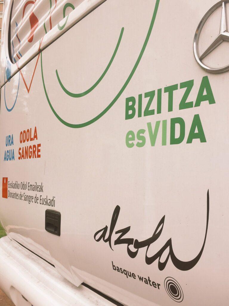 Diseño del autobus de Donantes Euskadi en colaboración con Alzola Basque Water. Agua, Sangre, Vida. Foto 2/4