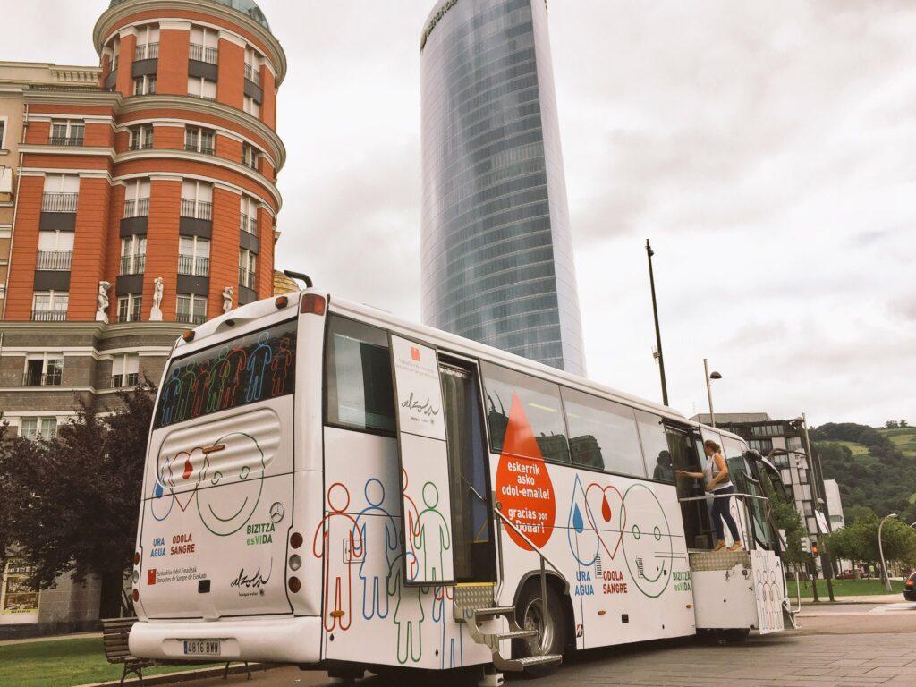Diseño del autobus de Donantes Euskadi en colaboración con Alzola Basque Water. Agua, Sangre, Vida. Foto 4/4