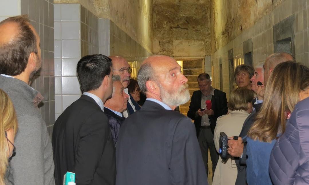 los-consules-visitan-el-antiguo-balneario-de-alzola