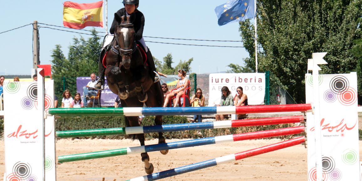 Alzola en el Concurso Nacional de Salto celebrado en Miraflores, Burgos.