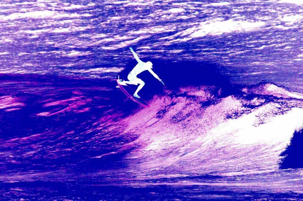 Julen Egiguren maniobra surfing
