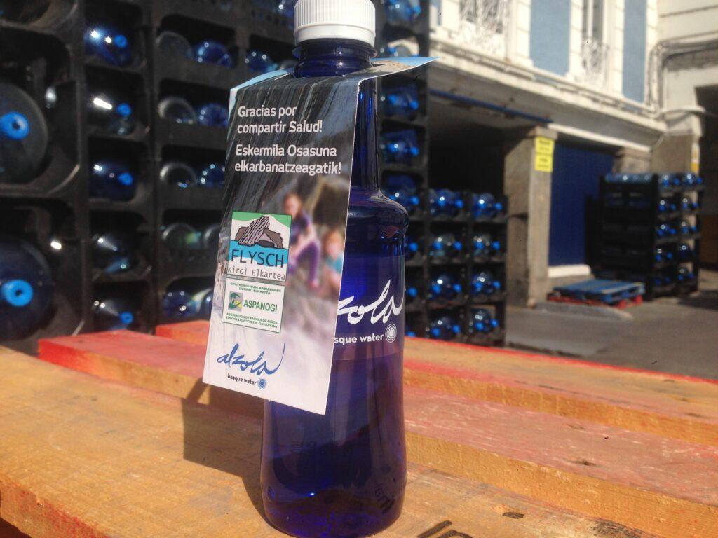 Comprando una botella de Alzola Basque Water, colaboras directamente con Aspanogi