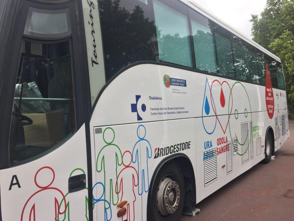 Diseño del autobus de Donantes Euskadi en colaboración con Alzola Basque Water. Agua, Sangre, Vida. Foto 1/4