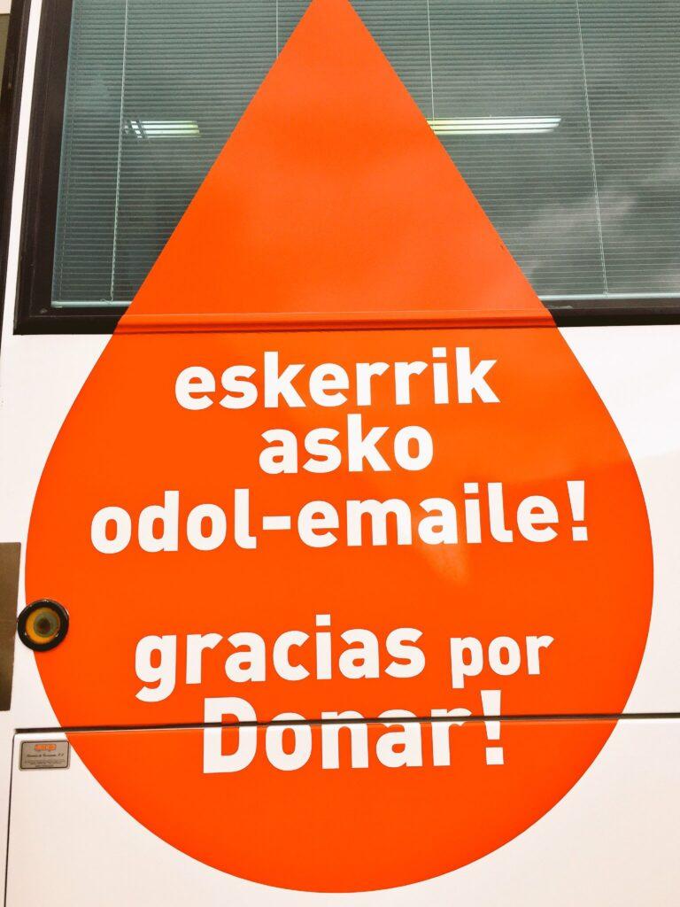 Diseño del autobus de Donantes Euskadi en colaboración con Alzola Basque Water. Agua, Sangre, Vida. Foto 3/4