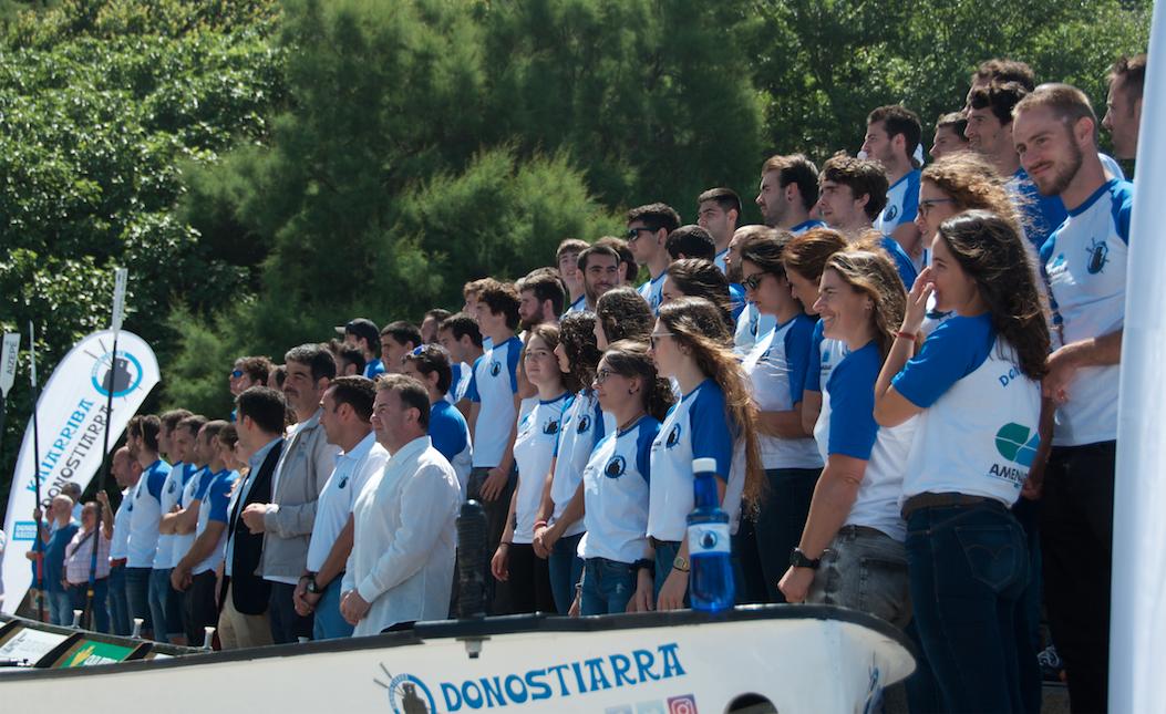Donostiarra Kaiarriba cuenta para la temporada 2017 con una Trainera gobernada por Tripulación Femenina