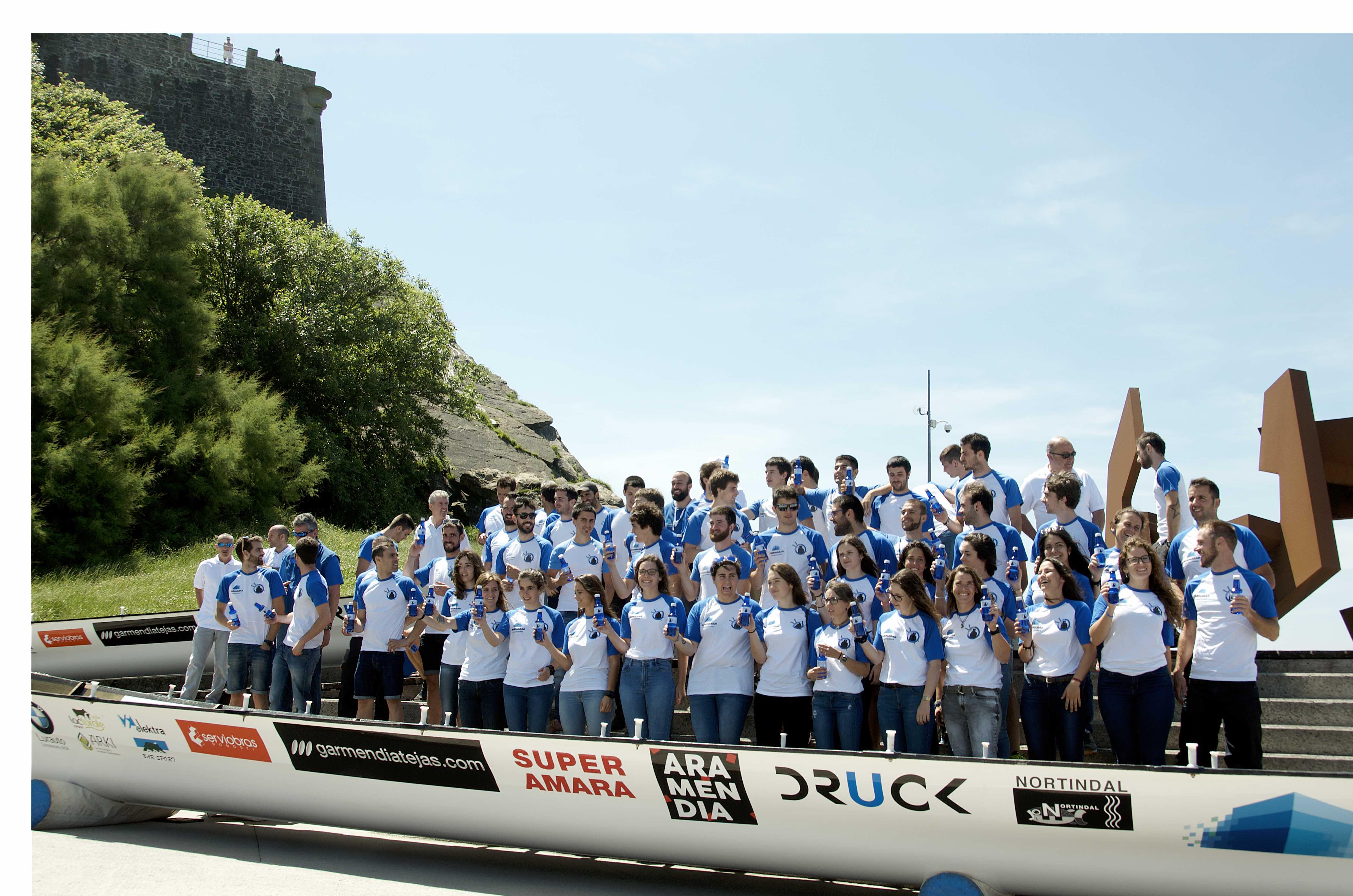 Kaiarriba Donostiarra presenta sus tripulaciones y embarcaciones acompañados de Alzola Basque Water