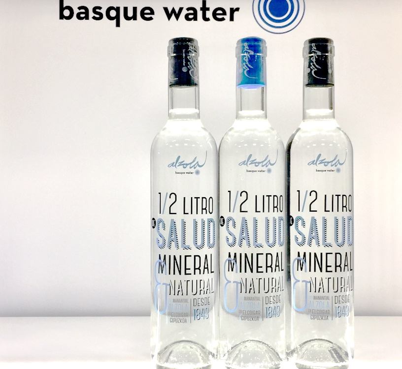 Agua Mineral Natural Alzola Basque Water es un alimento con Pureza Original no comparable al agua potable ni al agua cruda